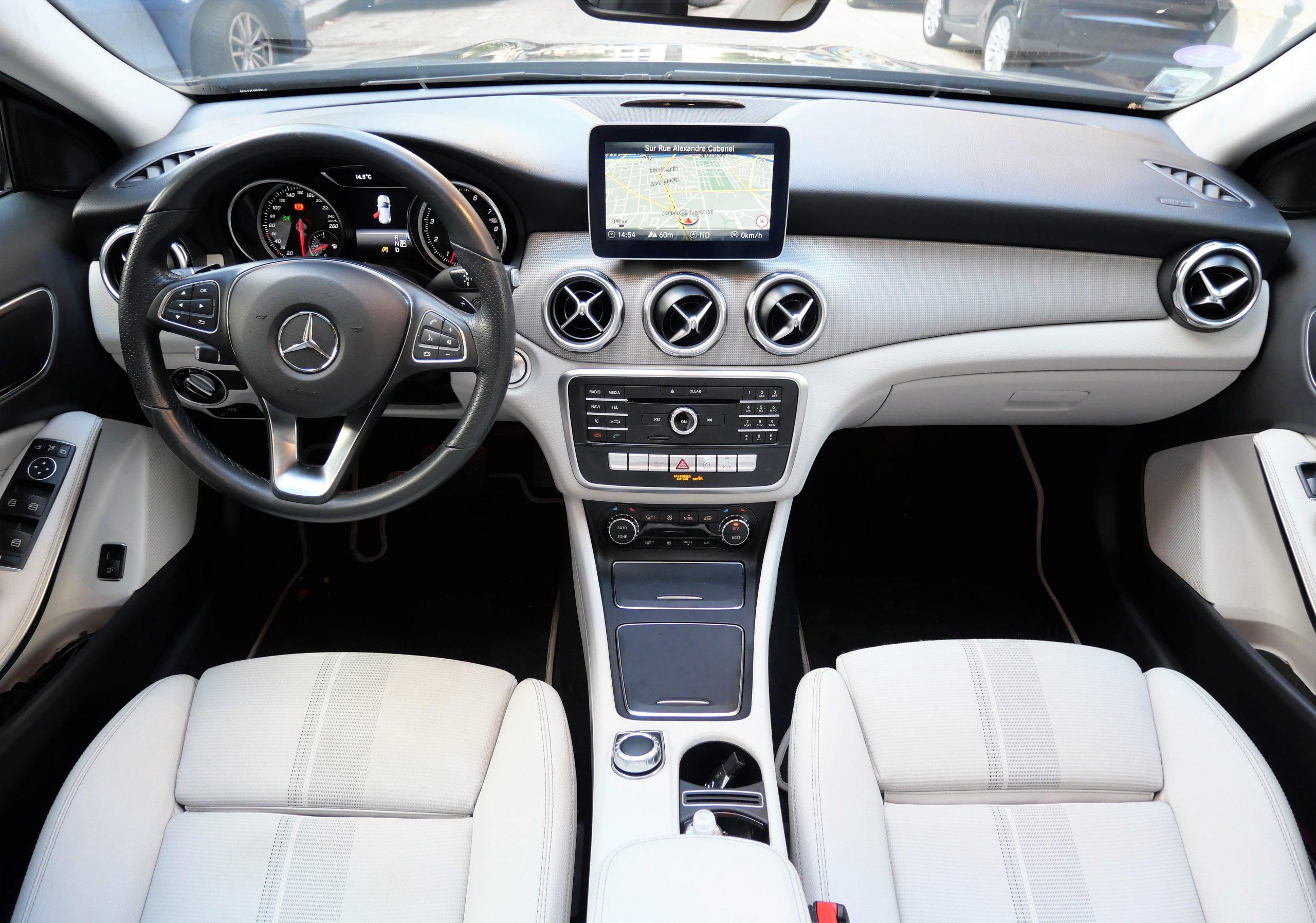 Mercedes-Benz Classe GLA 180 Sensation7G-DCT 122ch 12