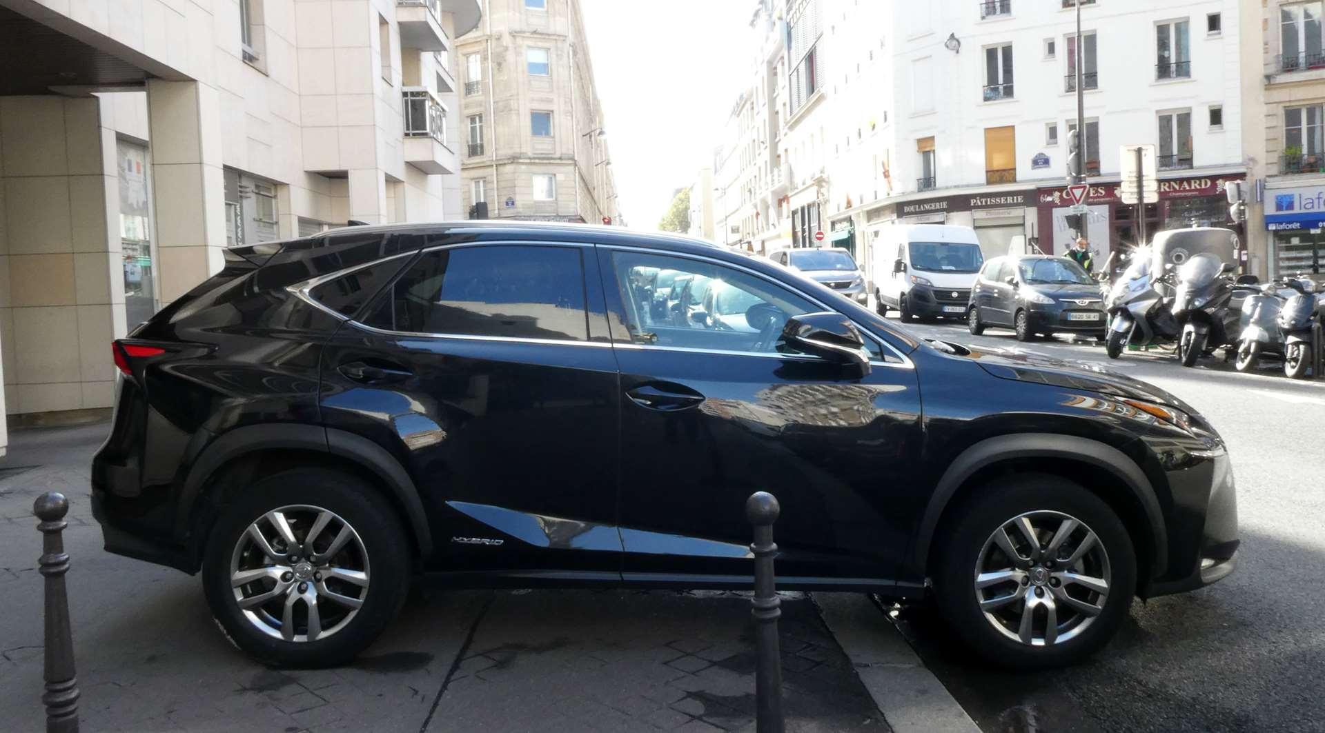 Lexus NX 300h luxe 4WD 1