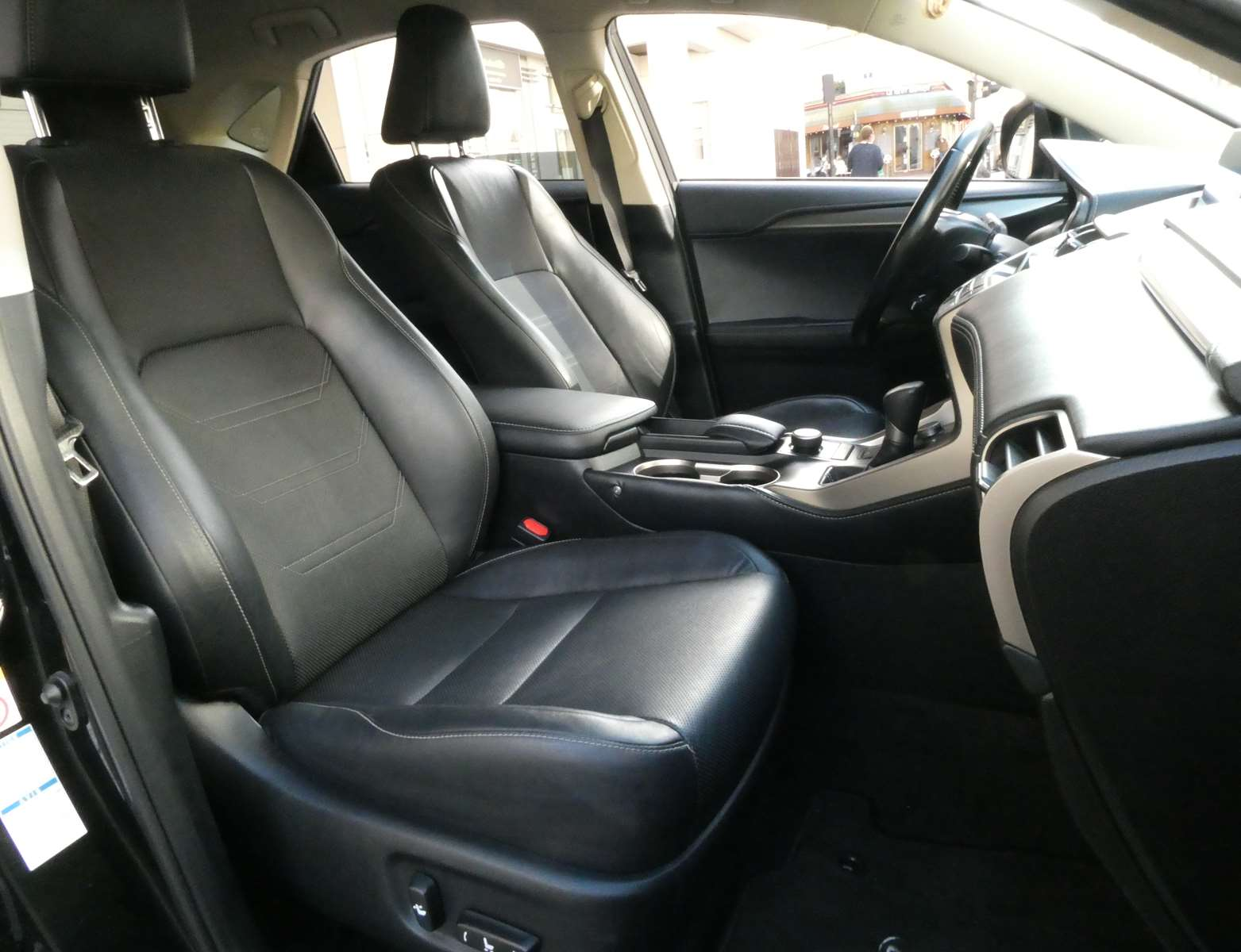 Lexus NX 300h luxe 4WD 9