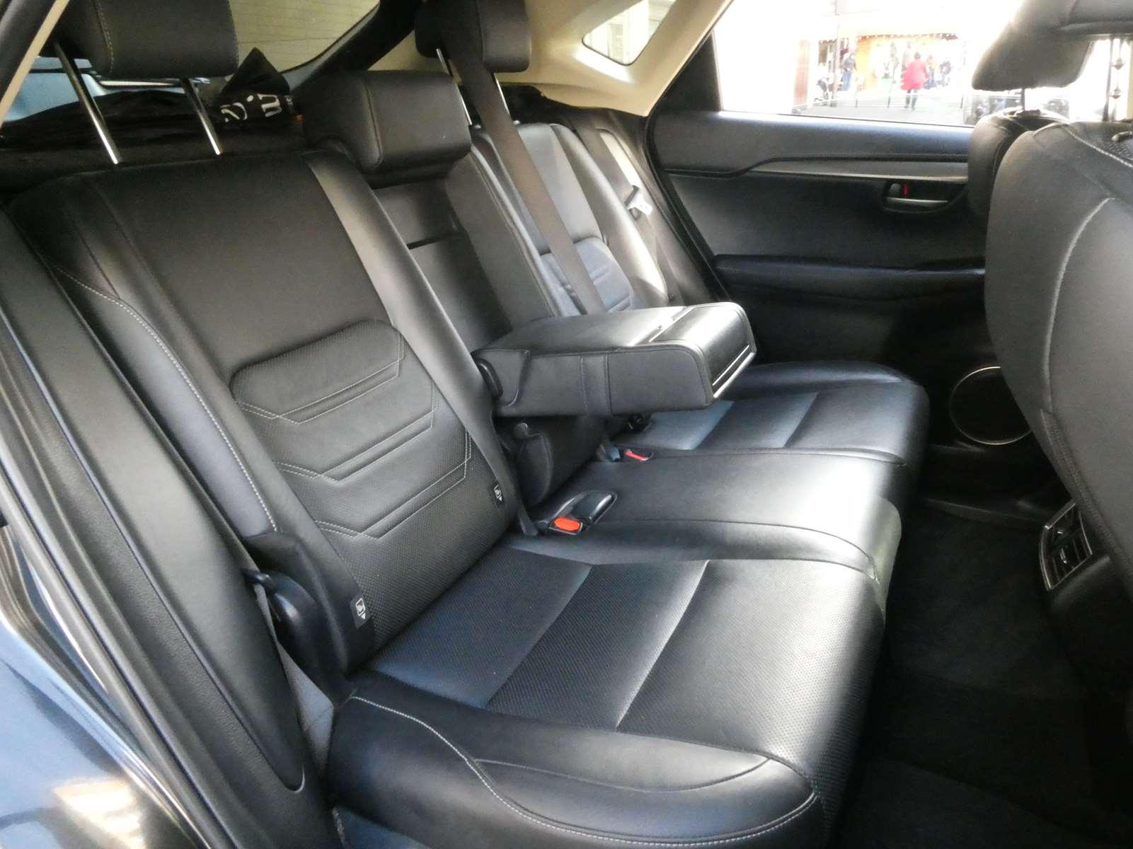 Lexus NX 300h luxe 4WD 11