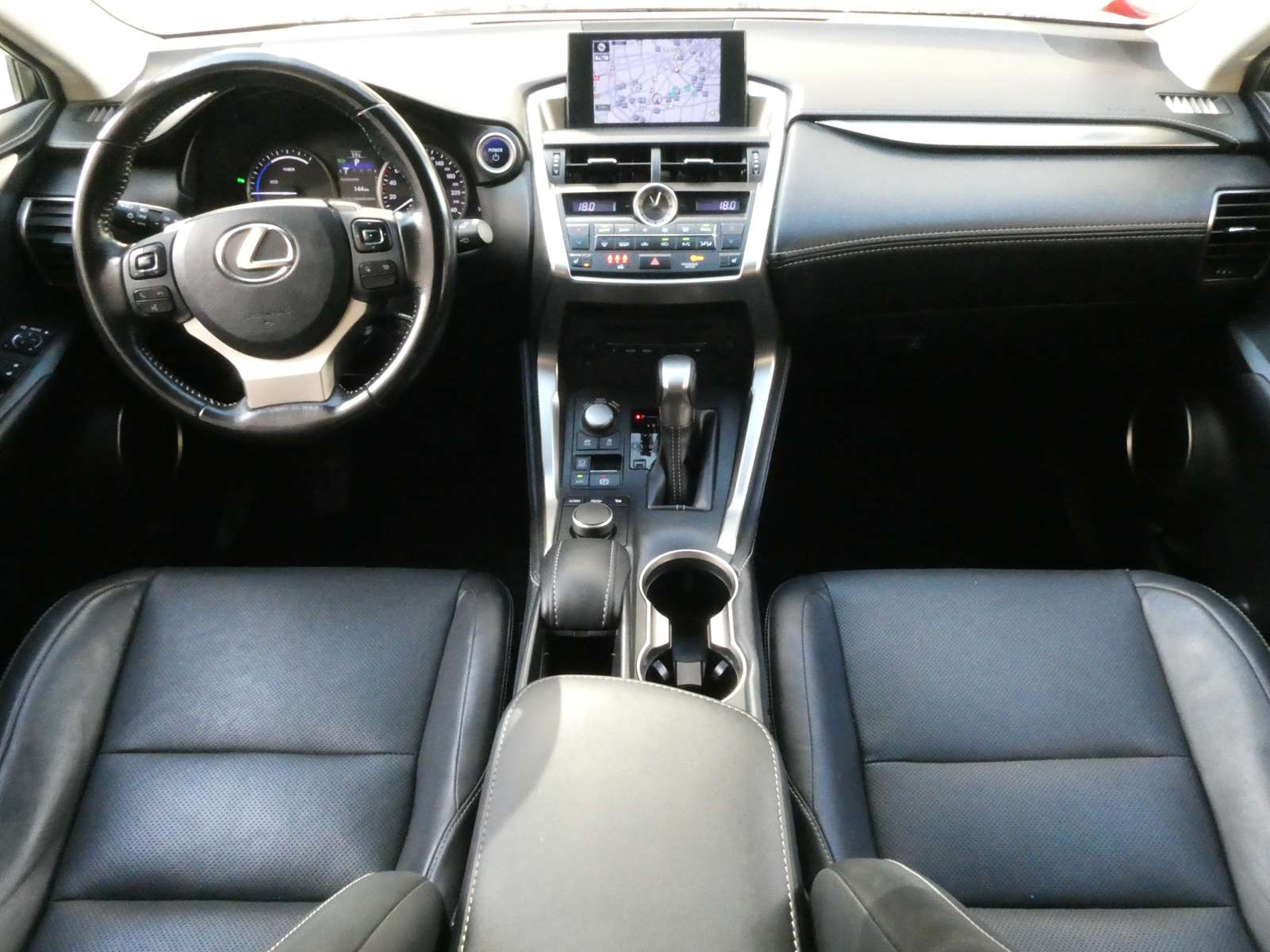 Lexus NX 300h luxe 4WD 12